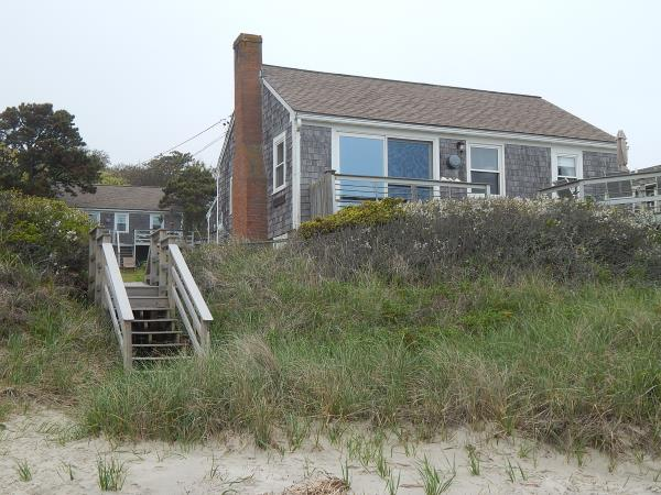 Cape Cod beachfront vacation cottage