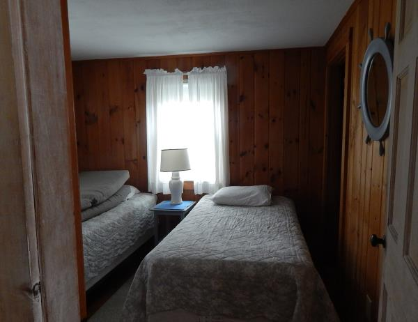 Twin bedroom in Chatham vacation cottage