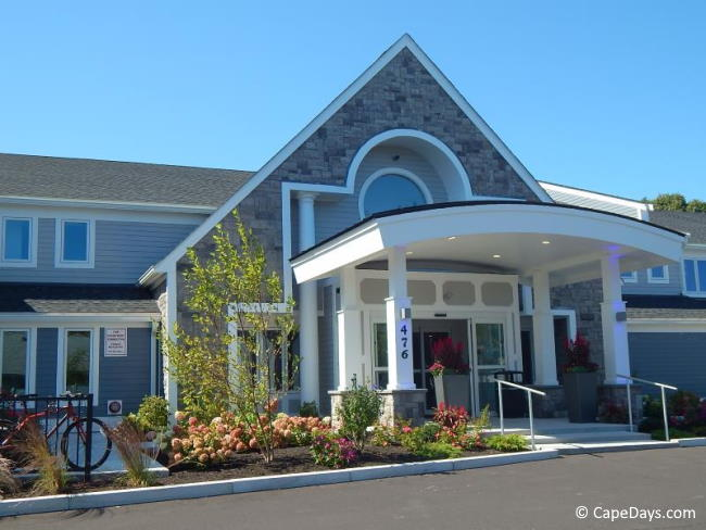 Outside view of Aiden Best Western in West Yarmouth