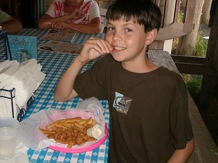 child eating fried clams